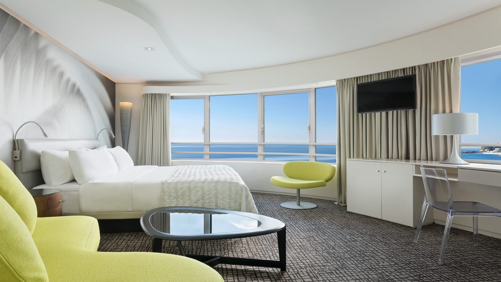 Design Room: Panoramic Sea View In le Meridien Beach Plaza